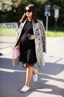 50 Comfy and Stylish Maternity Outfits Street Style Looks 14
