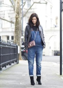 50 Comfy and Stylish Maternity Outfits Street Style Looks 41