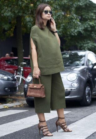 50 Comfy and Stylish Maternity Outfits Street Style Looks 45
