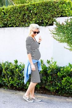 50 Comfy and Stylish Maternity Outfits Street Style Looks 50