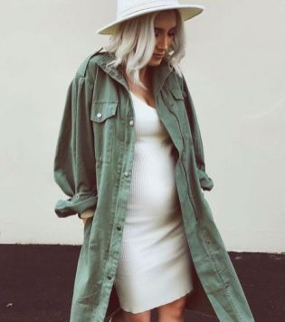 50 Comfy and Stylish Maternity Outfits Street Style Looks 7