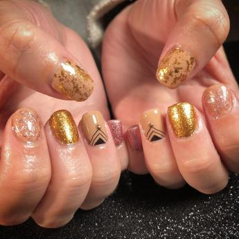 50 Glam Gold Girly Nail Art Looks Ideas 23