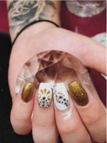 50 Glam Gold Girly Nail Art Looks Ideas 42