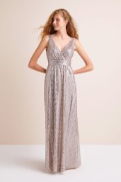 30 Inspiration for a sleeveless long dress outfit to appear feminine and trendy 01