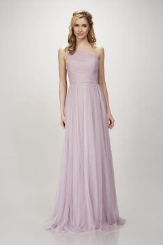30 Inspiration for a sleeveless long dress outfit to appear feminine and trendy 03