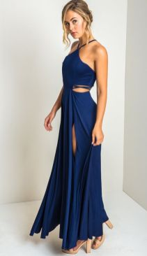 30 Inspiration for a sleeveless long dress outfit to appear feminine and trendy 33