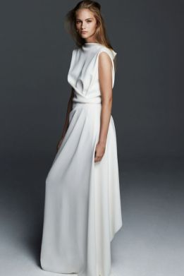 30 Inspiration for a sleeveless long dress outfit to appear feminine and trendy 34