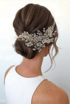 40 How Elegant Wedding Hair Accessories Ideas 03