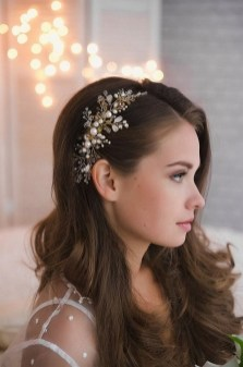 40 How Elegant Wedding Hair Accessories Ideas 05