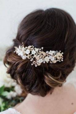 40 How Elegant Wedding Hair Accessories Ideas 13