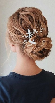 40 How Elegant Wedding Hair Accessories Ideas 28