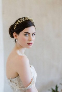 40 How Elegant Wedding Hair Accessories Ideas 30