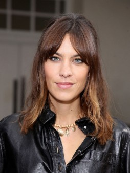 Curtain Bangs Hair Styles Ideas 22