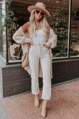 How To Style Casual Spring Outfits for Women 01