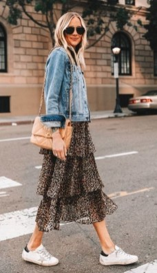 How To Style Casual Spring Outfits for Women 15