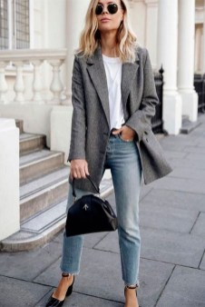 How To Style Casual Spring Outfits for Women 30