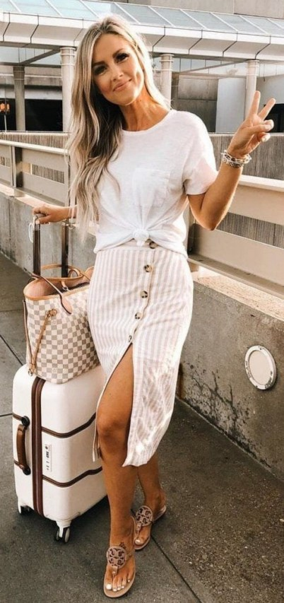 How To Style Casual Spring Outfits for Women 34