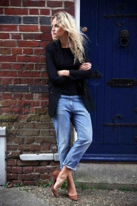 How To Style Casual Spring Outfits for Women 35