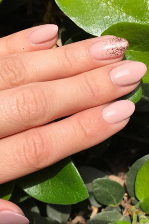 Inspiring Almond Shaped Nail for Girls 01