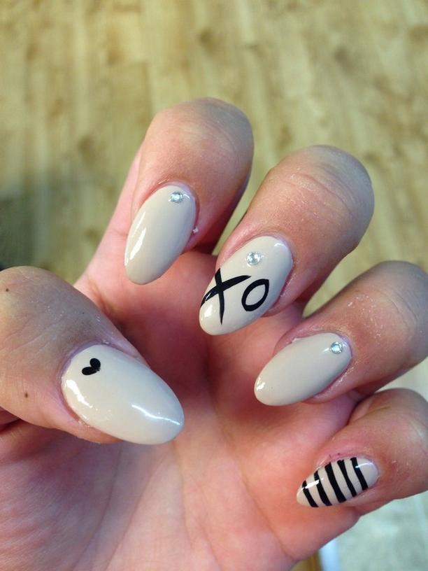 Inspiring Almond Shaped Nail for Girls 20