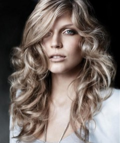 20 Long Wavy Hairstyles The Envy of Most Women 03