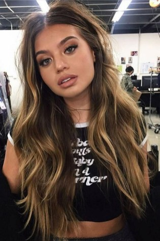 20 Long Wavy Hairstyles The Envy of Most Women 29
