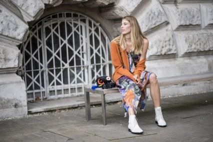 30 Stylish fall boots women outfit ideas 10