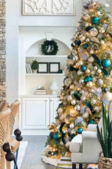 70 Catchy Silver and Gold Christmas Trees Decor You Need to See 13