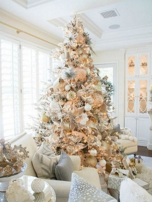 70 Catchy Silver and Gold Christmas Trees Decor You Need to See 15