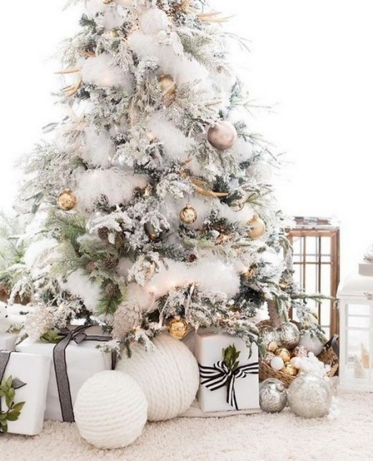 70 Catchy Silver and Gold Christmas Trees Decor You Need to See 23