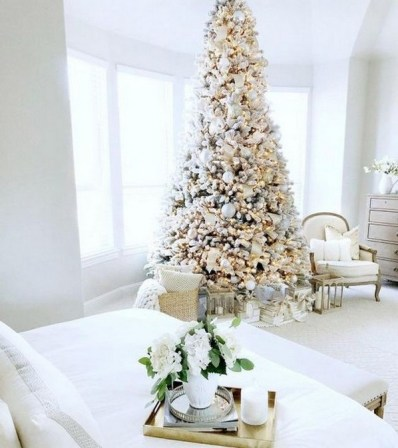 70 Catchy Silver and Gold Christmas Trees Decor You Need to See 32