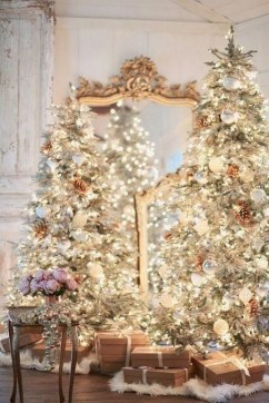 70 Catchy Silver and Gold Christmas Trees Decor You Need to See 39