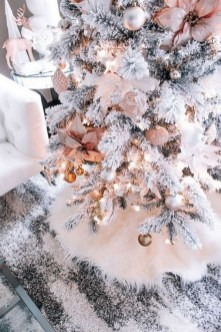 70 Catchy Silver and Gold Christmas Trees Decor You Need to See 4