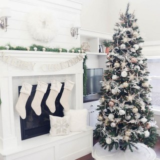 70 Catchy Silver and Gold Christmas Trees Decor You Need to See 42