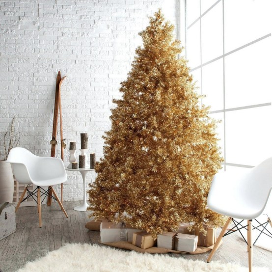 70 Catchy Silver and Gold Christmas Trees Decor You Need to See 45