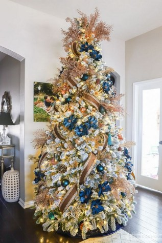 70 Catchy Silver and Gold Christmas Trees Decor You Need to See 46