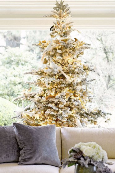 70 Catchy Silver and Gold Christmas Trees Decor You Need to See 49
