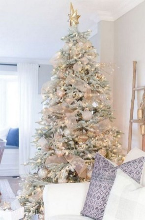 70 Catchy Silver and Gold Christmas Trees Decor You Need to See 51
