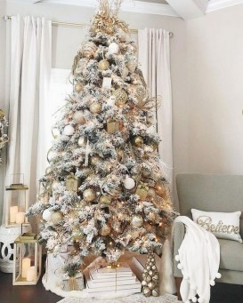 70 Catchy Silver and Gold Christmas Trees Decor You Need to See 6