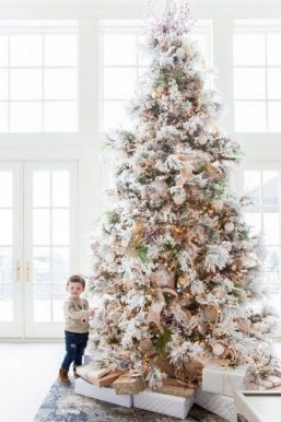 70 Catchy Silver and Gold Christmas Trees Decor You Need to See 62