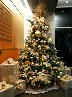 70 Catchy Silver and Gold Christmas Trees Decor You Need to See 65