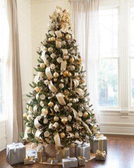 70 Catchy Silver and Gold Christmas Trees Decor You Need to See 73