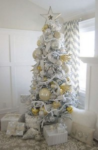 70 Catchy Silver and Gold Christmas Trees Decor You Need to See 76