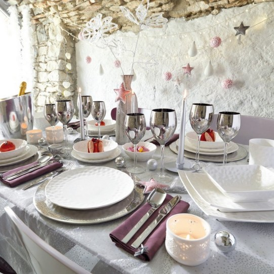 50 How to Arrange a Dining Table for Christmas Occasion 23