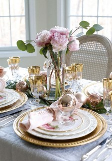 50 How to Arrange a Dining Table for Christmas Occasion 25