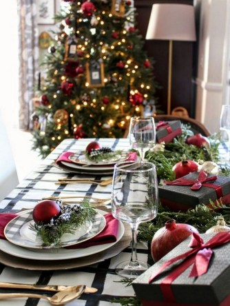 50 How to Arrange a Dining Table for Christmas Occasion 30