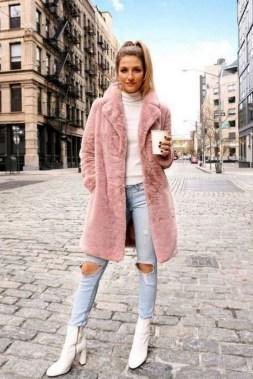 80 Fashionable Women Faux Fur Coats Look 12