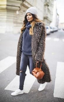 80 Fashionable Women Faux Fur Coats Look 24