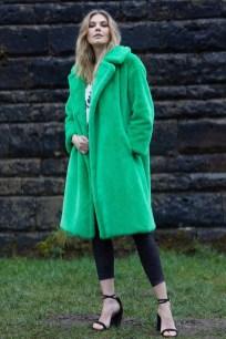 80 Fashionable Women Faux Fur Coats Look 29