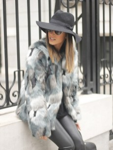 80 Fashionable Women Faux Fur Coats Look 30